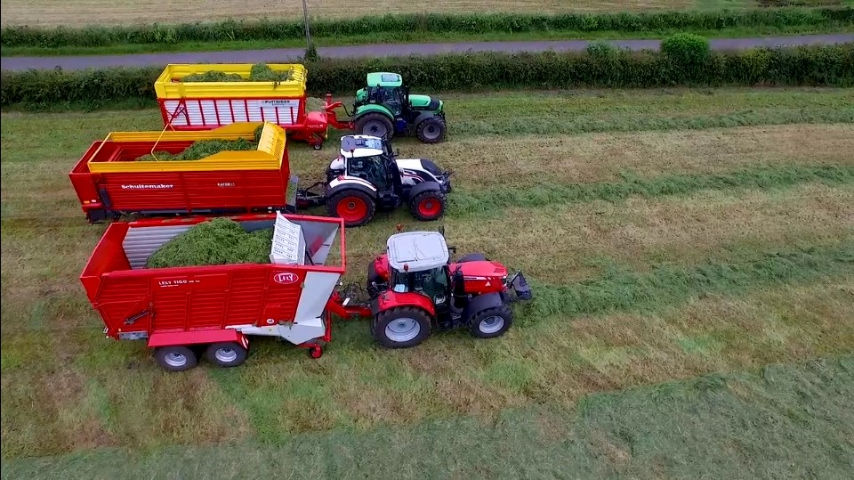 32 County Bale Challenge Extra Content - Massey Fever!!